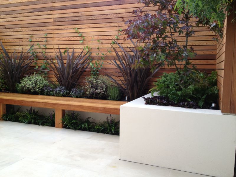 Designing small gardens in london 10 tips for success for Modern backyard landscaping