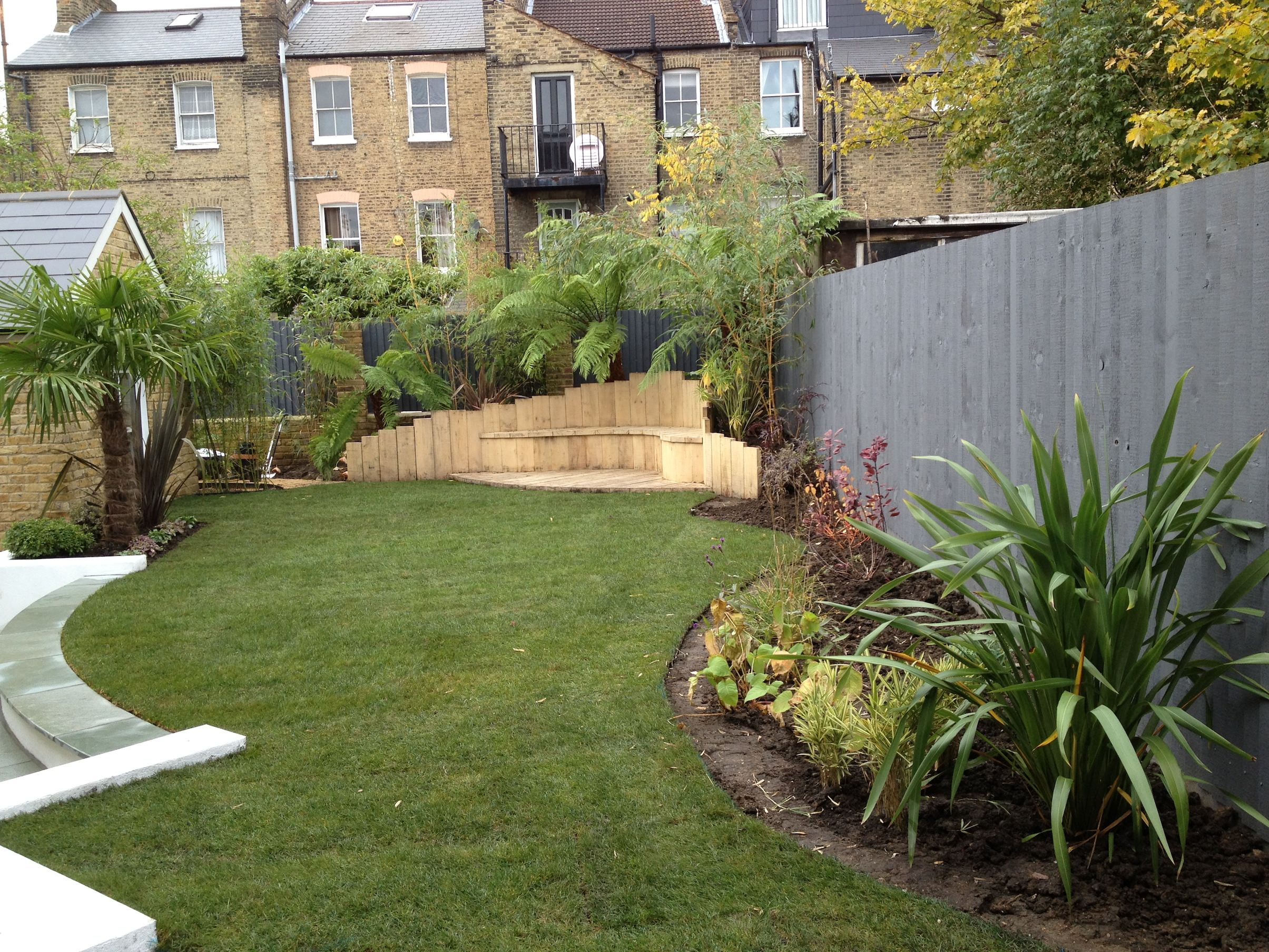 Low maintenance garden designs garden club london for Garden design layout ideas