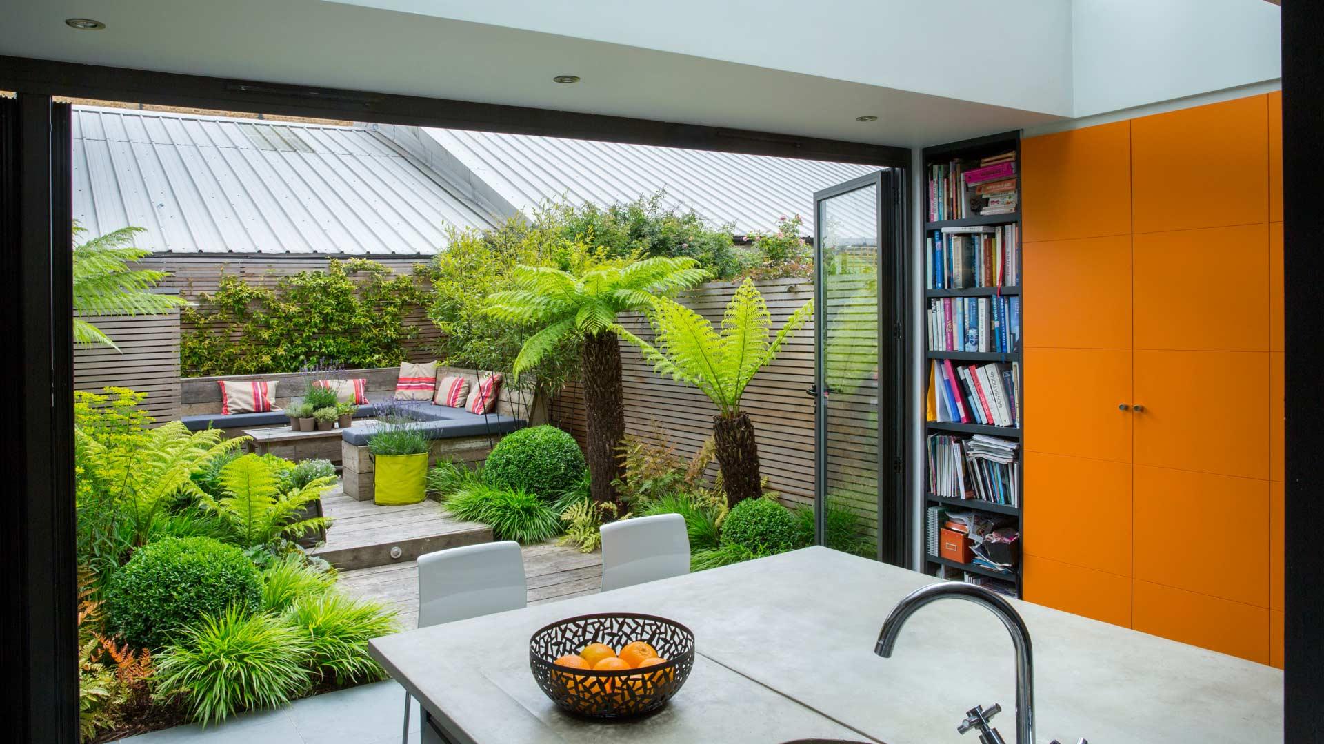 Greenwich east meets west garden club london for Small garden house design