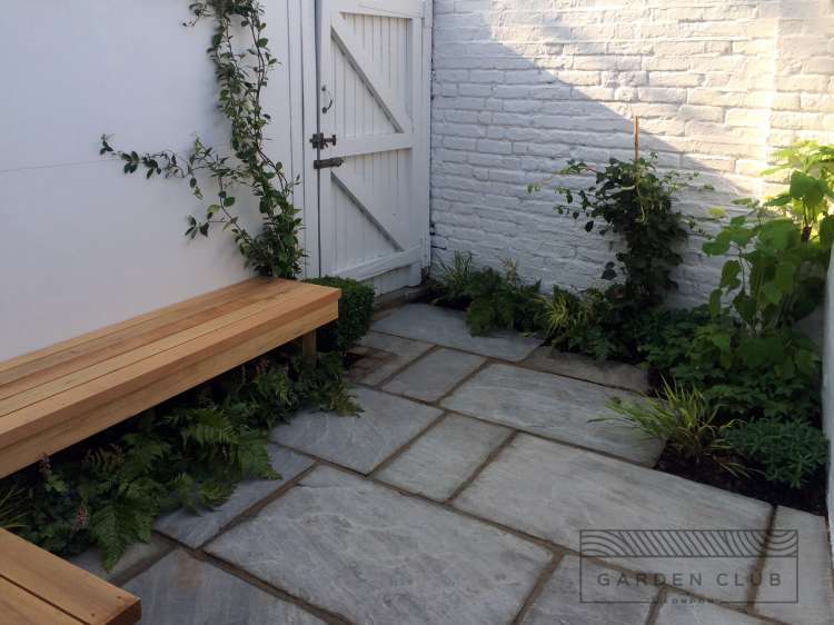 Design for a very small garden design garden club london for Back garden simple designs